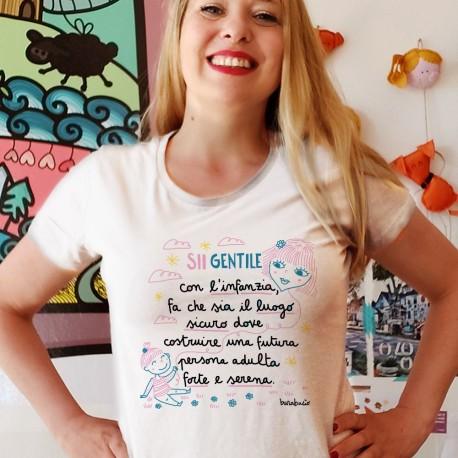Sii gentile con l'infanzia | T-shirt donna