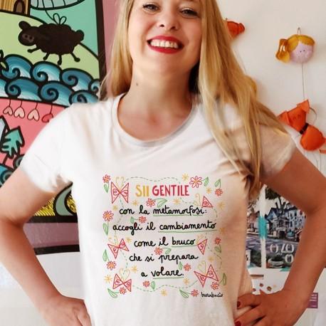 Sii gentile con la metamorfosi   T-shirt donna