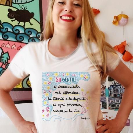 Sii gentile nel difendere la libertà   T-shirt donna